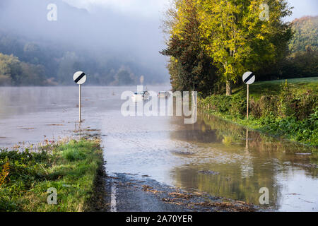 Cars stuck in flood water on B4234 beside the River Wye on the Gloucestershire/Herefordshire border on 28.10.2019 nr Lower Lydbrook, Gloucestershire - Stock Photo