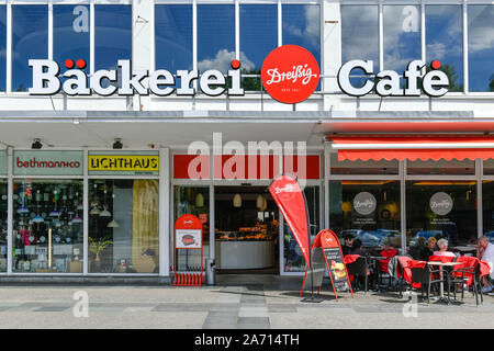 Bäckerei und Cafe Dreißig, Karl-Marx-Straße, Frankfurt an der Oder, Brandenburg, Deutschland - Stock Photo
