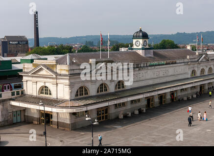 1930's northern entrance to Cardiff Central Railway station, Central Square, Cardiff, Wales, UK - Stock Photo