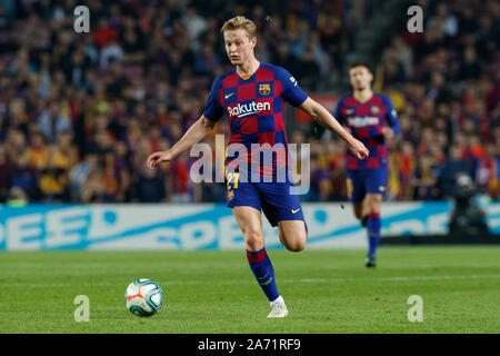 Barcelona, Spain. 29th Oct, 2019. BARCELONA, SPAIN - OCTOBER 29: Frenkie de Jong of FC Barcelona in action during the La Liga match between FC Barcelona and Real Valladolid at Camp Nou on October 29 2019 in Barcelona, Spain. Credit: Nicolas Lopez/Alamy Live News - Stock Photo