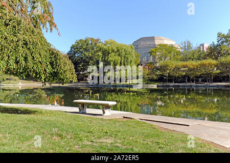 Wade Lagoon and Park are a central feature to the University Circle district in Cleveland, Ohio, USA. - Stock Photo