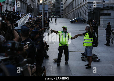 Madrid, Spain. 15th Oct, 2019. Protesters leaving their shoes in front of the Spanish Parliament after walking hundreds of kilometres during the demonstration.Thousands of people gathered at Puerta del Sol to protest against precariousness and low pensions for elder people. Marches from Bilbao (northern Spain) and Rota (southern Spain) met at the country's capital to protest in front of Spanish Parliament. Credit: Guillermo Santos/SOPA Images/ZUMA Wire/Alamy Live News - Stock Photo