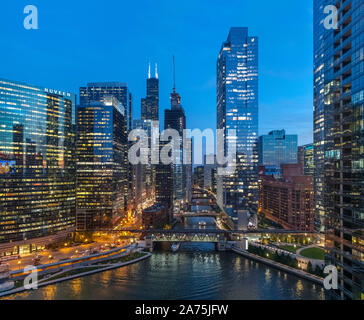 View looking south over the city and Chicago River at night from the Holiday Inn Chicago-Mart Plaza River North, Chicago, Illinois, USA - Stock Photo