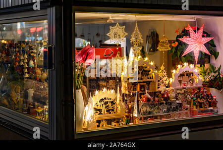 Bansin, Germany - September 13, 2019: Evening shop window with illuminated Christmas decoration in a small shop on the island Usedom in Germany. - Stock Photo