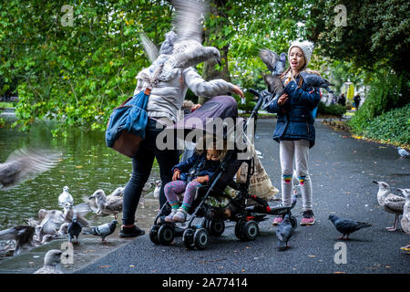 Mother and daughters,family,  in St Stephen's Green park, Dublin, Ireland - Stock Photo