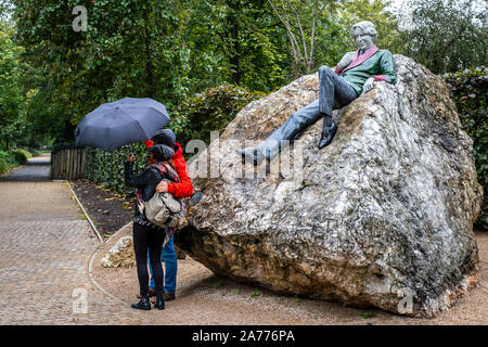 Selfie, tourists and statue of Irish writer Oscar Wilde by Danny Osbourne in Merrion Square, Dublin, Ireland - Stock Photo