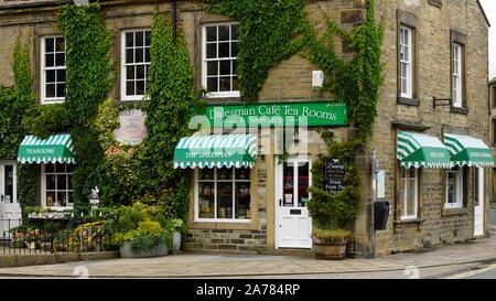 Exterior of quaint inviting sunlit ivy-clad Dalesman Café Tearoom & Sweet Emporium (name over entrance door) - Gargrave, North Yorkshire, England, UK. - Stock Photo