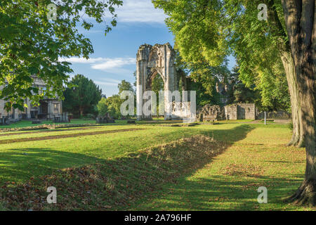 Early autumn colours in and around St Mary's Abbey in the Museum gardens, York, North Yorkshire, England. - Stock Photo
