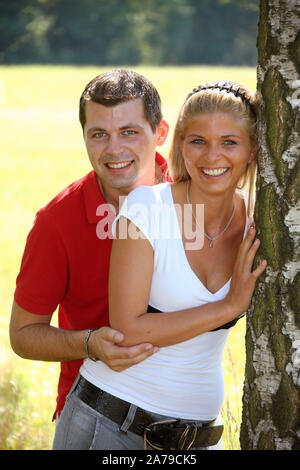 Junges Paar im Park ,  Freunde, 30, 35, Jahre, MR:Yes - Stock Photo