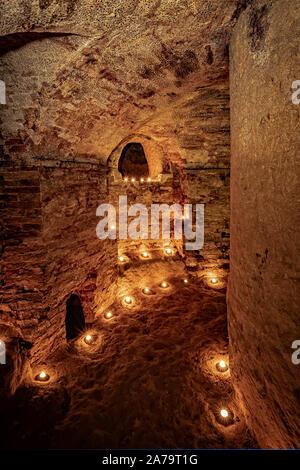 Italia Marche Osimo Grotte Simonetti Sala circolare dell'iniziazione| Italy Marche Osimo Simonetti Caves circular room of initiation - Stock Photo
