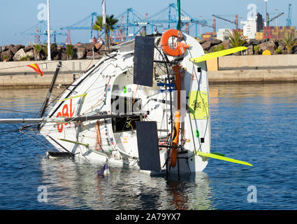 650/6.50 class racing boat, yacht overturned to carry out repairs to mast on land. - Stock Photo