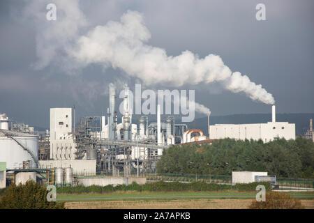 Oil refineries, Route Industrielle et Portuaire de Radicatel  Lillebonne, Normandy, France - Stock Photo