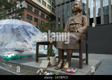 Seoul, South Korea. The Statue of Peace, also called Comfort Woman statue sits facing Japanese Embassy along with make shift camp site by activists. - Stock Photo
