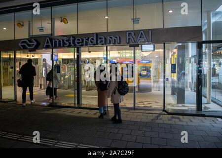 Amsterdam, Netherlands. 01st Nov, 2019. AMSTERDAM, 01-11-2019, Amsterdam, Afsluiting treinstations zuid en RAI Credit: Pro Shots/Alamy Live News - Stock Photo