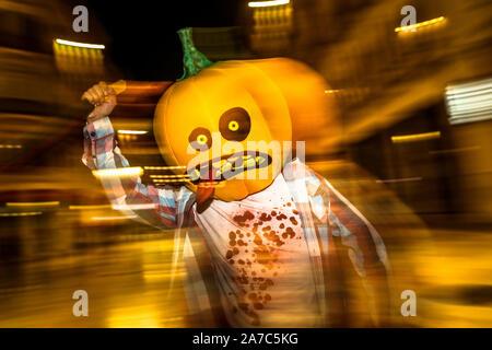 October 31, 2019: 1 november 2019 (Malaga) Halloween night in the streets of Malaga Credit: Lorenzo Carnero/ZUMA Wire/Alamy Live News - Stock Photo