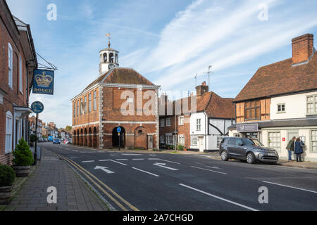Amersham Old Town High Street, Buckinghamshire, UK, with the historic 17th century market hall - Stock Photo