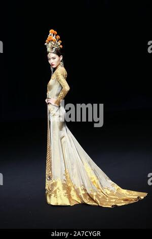Beijing, Beijing, China. 1st Nov, 2019. Beijing, CHINAï¼Å'China Fashion International Week Spring/Summer 2020, HEAVEN GAIA. Credit: SIPA Asia/ZUMA Wire/Alamy Live News - Stock Photo