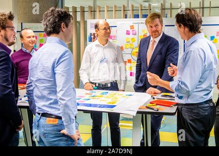 Amsterdam, Netherlands. 01st Nov, 2019. King Willem-Alexander of The Netherlands at a workvisit to the Amsterdam region, Digital Gateway to Europe, he visited the Dutch branch of the NTT data center and information technology company IBM, on November 01, 2019Credit: Albert Nieboer/ Netherlands OUT/Point de Vue OUT |/dpa/Alamy Live News - Stock Photo
