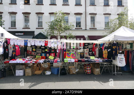 New York, USA. 08th Sep, 2019. A souvenir stall with shirts in Chelsea in New York's Manhattan district. The area consists mainly of a mixture of apartment blocks and converted warehouses (lofts). Galleries, shops and many restaurants and bars make the district very popular. Credit: Alexandra Schuler/dpa/Alamy Live News - Stock Photo