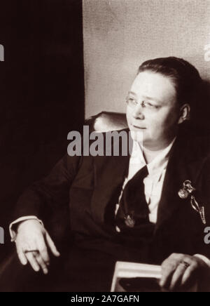 Dorothy Sayers (1893-1957), renowned English writer often considered one of the British authors informally known as 'The Inklings' (due to her friendship with C.S. Lewis and Charles Williams). Photo c1930. - Stock Photo
