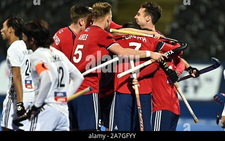 Stratford. United Kingdom. 02 November 2019. The Great Britain players celebrate another goal. Great Britain v Malaysia. FIH Mens Olympic hockey qualifier. Lee Valley hockey and tennis centre. Stratford. London. United Kingdom. Credit Garry Bowden/Sport in Pictures/Alamy Live News. - Stock Photo