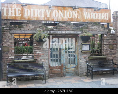 One of Belfast's oldest buildings, the Dirty Onion is an authentic Irish pub with traditional music, craft beer and a chicken restaurant. - Stock Photo