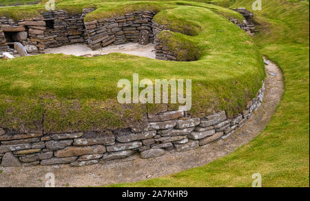Skara Brae, a stone-built Neolithic settlement on the Bay of Skaill on the Mainland, the largest island in the Orkney archipelago of Scotland. - Stock Photo