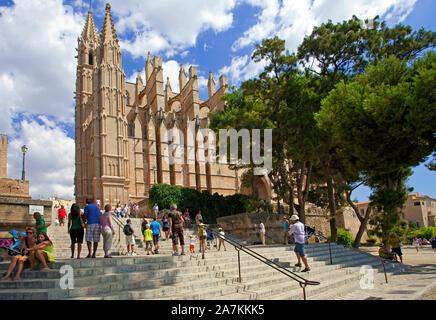 Kathedrale La Seu in Palma, Palma de Mallorca, Mallorca, Balearen, Spanien | The cathedral La Seu, landmark of Palma, Palma de Mallorca, Mallorca, Bal - Stock Photo