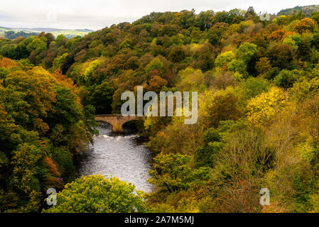 Pontcysyllte Aqueduct is a navigable aqueduct that carries the Llangollen Canal across the River Dee in the Vale of Llangollen in north east Wales, UK. Autumn Scenery - Stock Photo