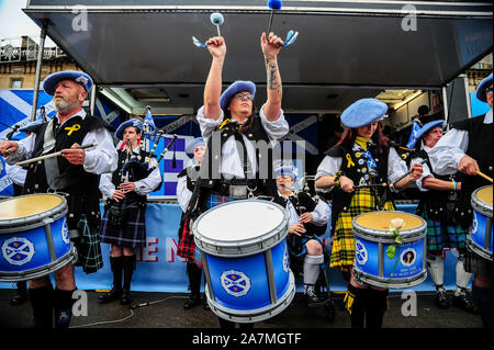 Glasgow, UK. 02nd Nov, 2019. A pipe and drum band play during the IndyRef2020 rally hosted by The National Newspaper. Credit: SOPA Images Limited/Alamy Live News - Stock Photo