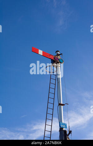 A lower-quadrant semaphore stop signal at Ribblehead on the Settle to Carlisle railway in the Yorkshire Dales National Park, North Yorkshire, England. - Stock Photo