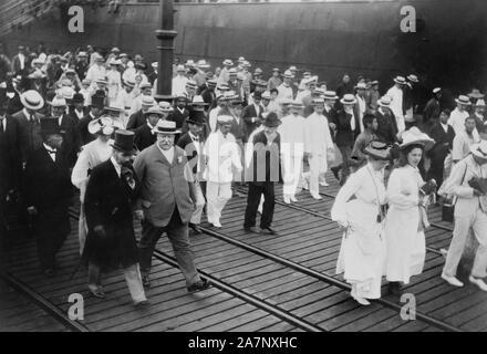 U.S. Secretary of War William Howard Taft with group of Dignitaries Leaving Dock at Yokohama, Japan, during Diplomatic Mission, Photograph by Burr McIntosh, July 1905 - Stock Photo