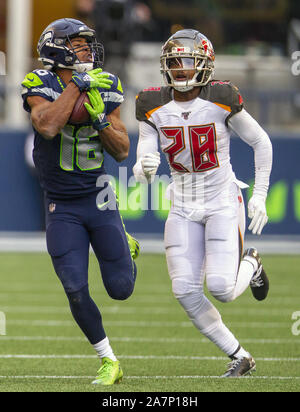 Seattle, United States. 03rd Nov, 2019. Seattle Seahawks wide receiver Tyler Lockett (16) hauls in a 30-yard pass against Tampa Bay Buccaneers cornerback Vernon III Hargreaves (28) during the fourth quarter at CenturyLink Field on Sunday, November 3, 2019 in Seattle, Washington. The Seahawks beat the Buccaneers 40-34 in overtime. Jim Bryant Photo/UPI Credit: UPI/Alamy Live News - Stock Photo