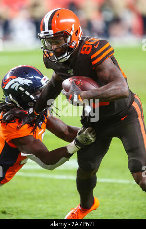 November 03, 2019: Cleveland Browns wide receiver Jarvis Landry (80) breaks the tackle of Denver Broncos cornerback Davontae Harris (27) en route to the end zone in the second half of the game between Denver and Cleveland at Empower Field in Denver, CO. Denver hung on to win 24-19 to improve to 3-6. Derek Regensburger/CSM. - Stock Photo