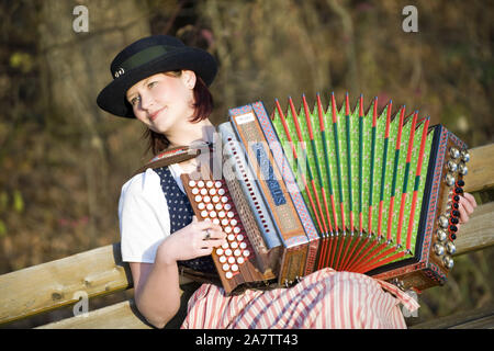 Junge Frau in Tracht mit steirischer Harmonika, Akkordeon, MR: Yes - Stock Photo