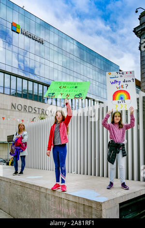 Sustainabiliteens Climate Strike.  Students skip school and protest lack of action on climate change, Vancouver Art Gallery, Vancouver, British Columb