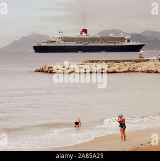QUEEN MARY 2 IN CANNES BAY - CANNES BEACH - CANNES FRENCH RIVIERA - CUNARD CRUISER LINER - CRUISING SHIP - CUNARD  © Frédéric BEAUMONT - Stock Photo