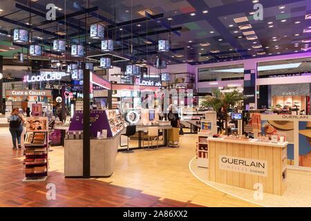 Duty-free shop im Flughafen von Kopenhagen | Duty-free shop at Copenhagen airport | [ © Guido Schiefer Melchiorstr. 14 B, 50670 K o e l n; Tel.: (+49) - Stock Photo