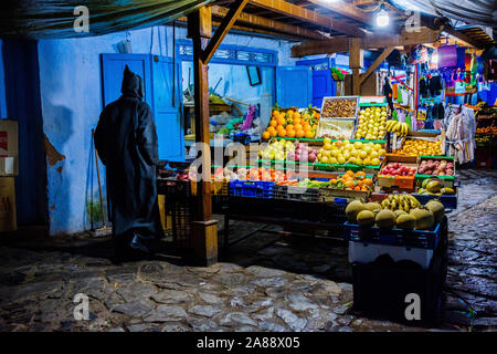 Morocco: Chefchaouen, the blue city. Shop in a lane of the medina in the evening - Stock Photo