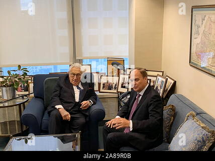 New York City, USA. 07th Nov, 2019. NEW YORK CITY, USA - NOVEMBER 7, 2019: Former Secretary of State Henry Kissinger (L) of the United States, and Russia's Ambassador to the USA Anatoly Antonov during a meeting. Igor Borisenko/TASS Credit: ITAR-TASS News Agency/Alamy Live News - Stock Photo