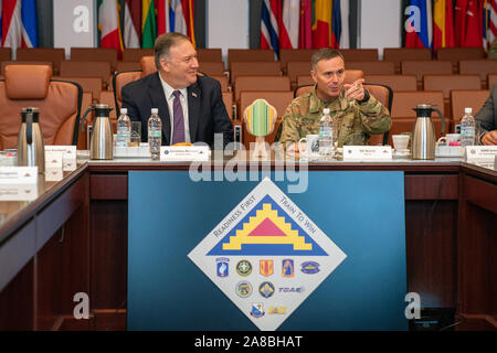 Grafenwoehr, Germany. 07 November, 2019. U.S. Secretary of State Mike Pompeo and Brig. Gen. Christopher Norrie, right, during a meeting with U.S. Army leadership at the NATO Grafenwoehr Training Center November 7, 2019 in Grafenwoehr, Germany. Pompeo served as a tank commander in the Army 2nd Cavalry Regiment in Germany in 1986.  Credit: Ron Przysucha/State Department/Alamy Live News - Stock Photo