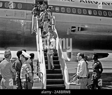 1975 - Vietnamese refugees arrive at the air station after being evacuated from Saigon. - Stock Photo