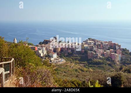 Italy's Cinque Terre: walking the Sentiero Azzurro between Corniglia and Vernazza. Looking back to the village of Corniglia - Stock Photo