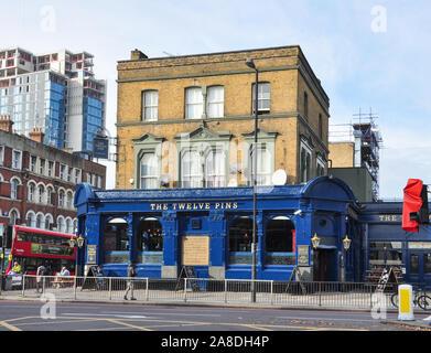 The Twelve Pins public house, Seven Sisters Road, Finsbury Park, London, England, UK - Stock Photo