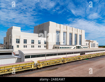Union Station, Omaha, Nebraska, USA. The old station, a fine example of Art Deco architecture, now houses the Durham Museum. - Stock Photo
