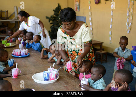 TOGO, Lome, centre with Kindergarten for children of porter market women, day care with free lunch - Stock Photo