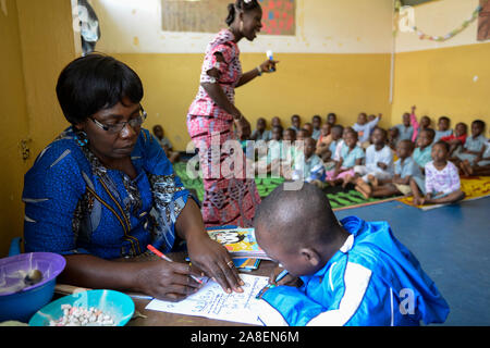 TOGO, Lome, centre with Kindergarten for children of porter market women, day care with education - Stock Photo