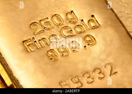 Echte Goldbarren, 1 Kilo Gold, Nahaufnahme,  Barren, Goldbarren, - Stock Photo