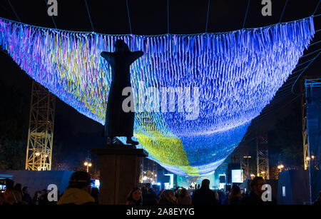 Statue of the Crier with Visions in Motions art installation marking the  30th anniversary celebrations of the fall of the Berlin Wall - Stock Photo