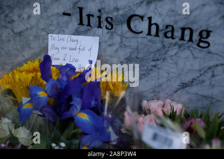 San Jose, USA. 09th Nov, 2019. Photo taken on Nov. 9, 2019 shows a written message and flower bouquets presented to Iris Chang at a memorial park named after the late Chinese-American writer in San Jose, California, the United States. U.S. city San Jose in California State unveiled Saturday a memorial park named after late Chinese-American writer Iris Chang, who was renowned for her book on World War II history, including Japan's invasion of China. The 2.6-acre (about 10,522 square meters) park in northern San Jose opened to the public on Nov. 9, the 15th anniversary Credit: Xinhua/Alamy Live  - Stock Photo